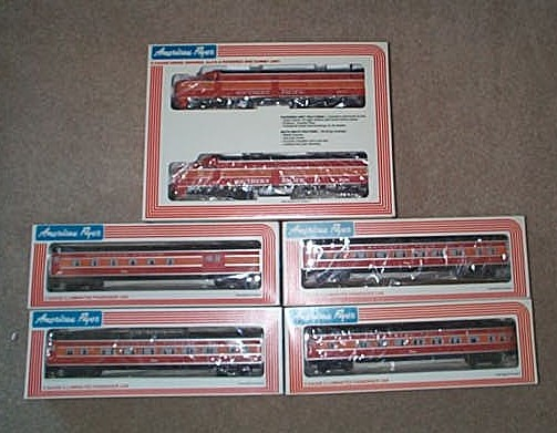 1981 American Flyer Southern Pacific Passenger Set (8150). Mint Condition.